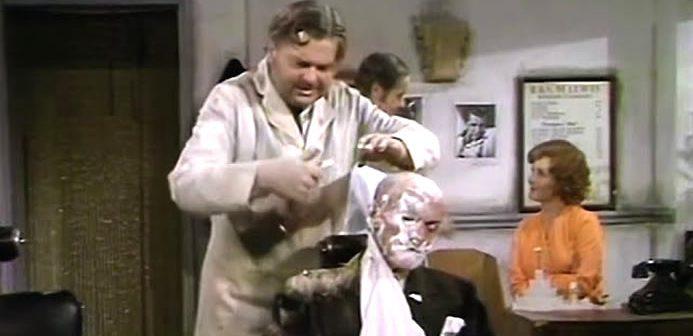 Benny Hill – Marcel the Barber (1975)